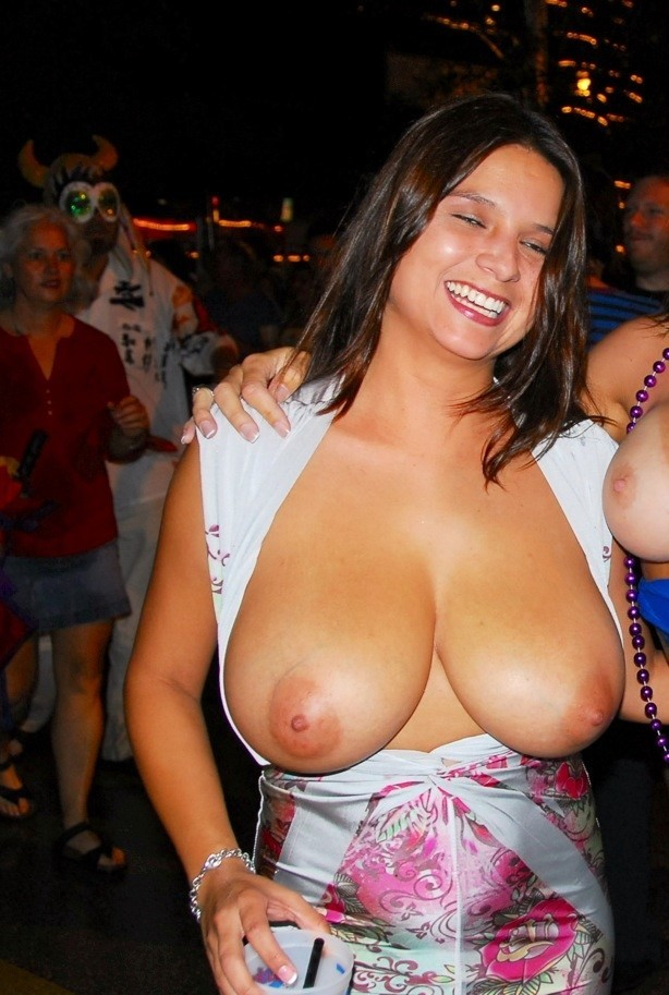 Naked boobs show your tits video xxx pic swingers