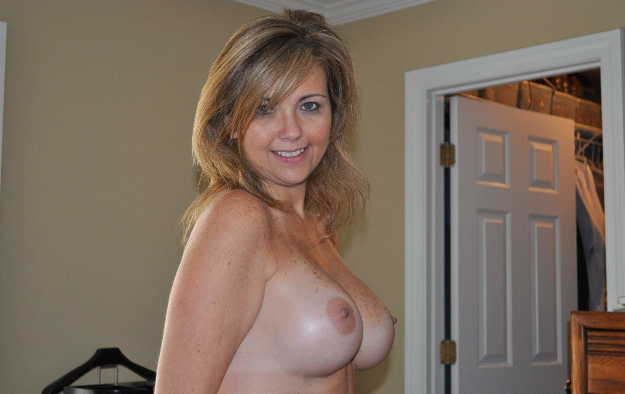 Beautiful milfs and mature moms porn images