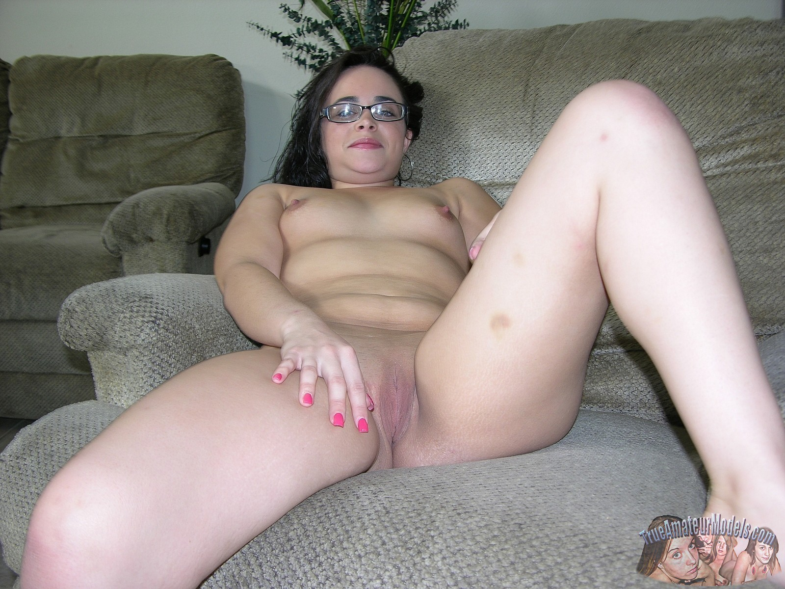 ugly-girl-gets-nude