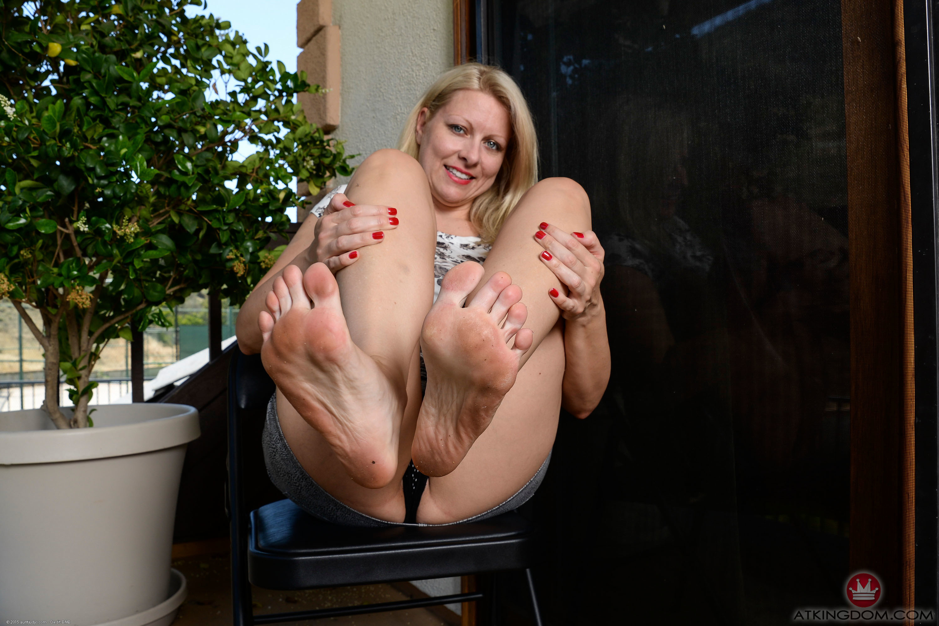 Barefoot mature galleries — pic 6
