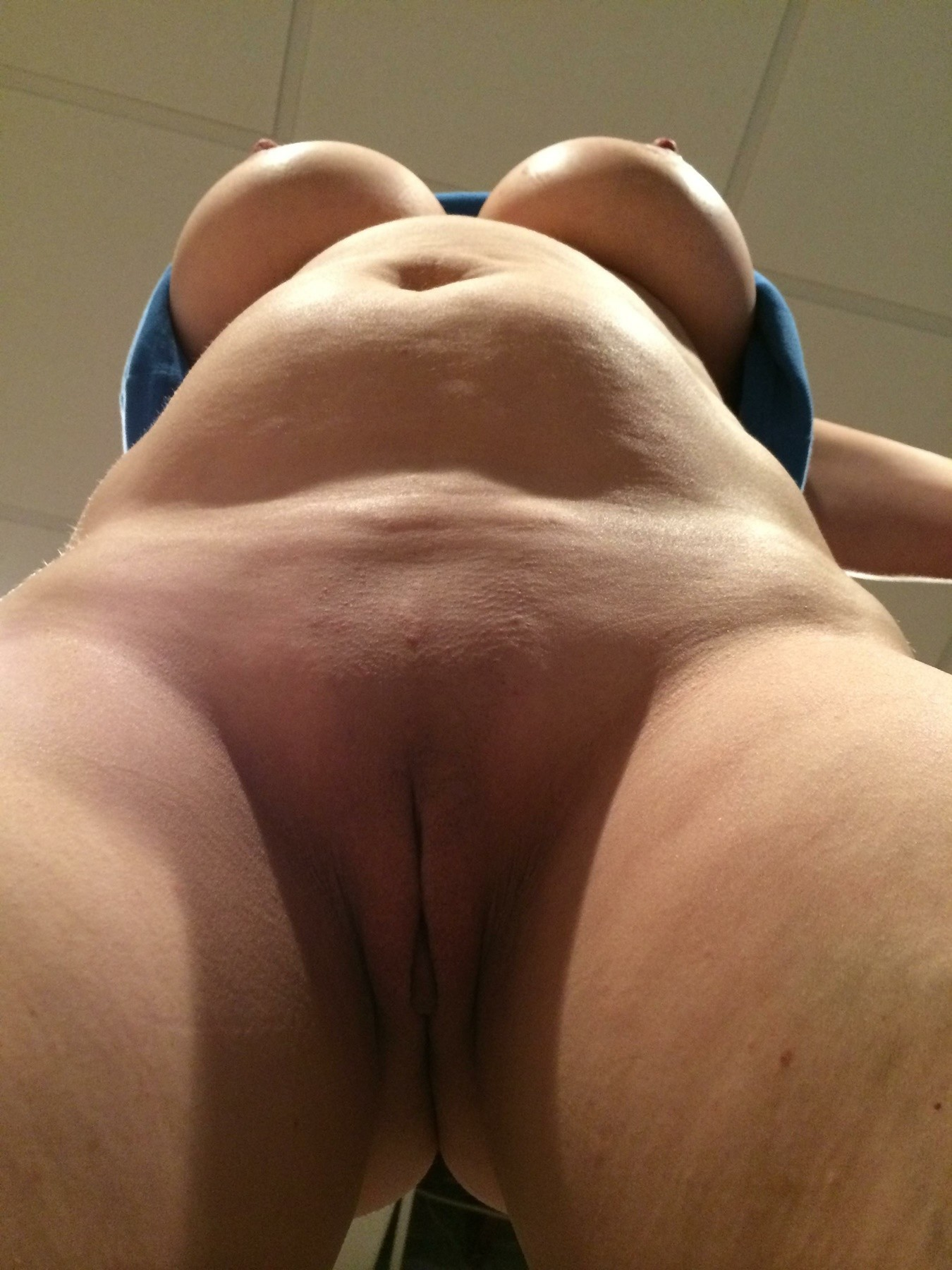dripping-cameltoe-pussy-and-hard-nipples