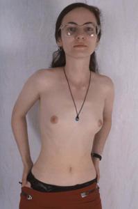 Девушка с плоской грудью принимает участие в групповушке