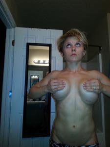 Белокурая культуристка светанула сиськами - фото #9