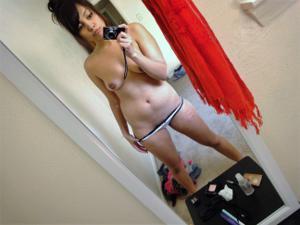 Арабка с бритой пиздой развлекает себя секс игрушками - фото #18