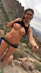 Красивая покорительница гор