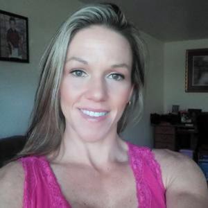 Спортивная женщина с большими половыми губами - фото #1