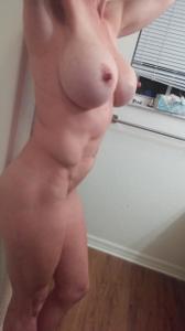Спортивная женщина с большими половыми губами - фото #6