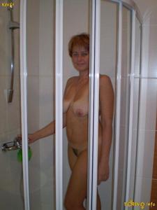 Русская дама опустошила бутылку шампанского - фото #11