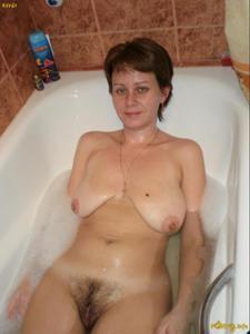 Русская дама опустошила бутылку шампанского - фото #13