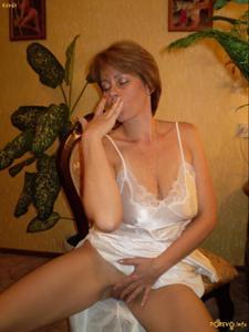 Русская дама опустошила бутылку шампанского - фото #2