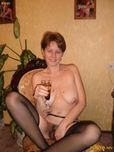 Русская дама опустошила бутылку шампанского - фото #5