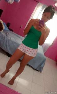 Селфи молодой латиноамериканки - фото #7