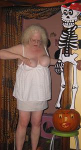 Пьяная старуха светанула пиздой - фото #2
