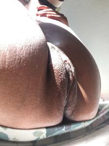 Красивая надутая пизда мулатки - фото #7