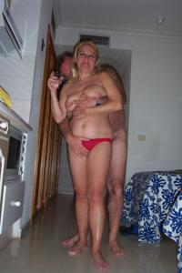Зрелая блондинка и ее волосатый муж - фото #10