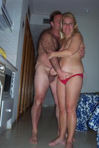 Зрелая блондинка и ее волосатый муж
