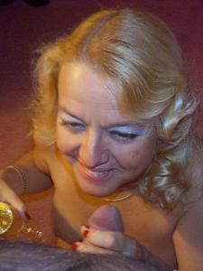 Зрелая блондинка и ее волосатый муж - фото #19