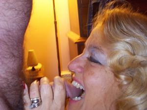 Зрелая блондинка и ее волосатый муж - фото #20