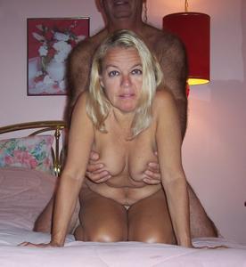 Зрелая блондинка и ее волосатый муж - фото #23