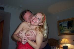 Зрелая блондинка и ее волосатый муж - фото #4