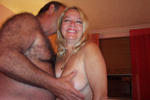 Зрелая блондинка и ее волосатый муж - фото #6