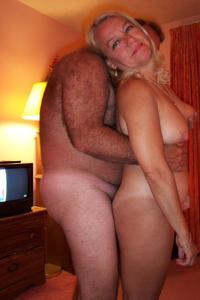 Зрелая блондинка и ее волосатый муж - фото #8