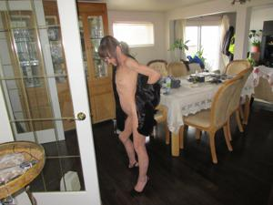 В легком манто на голое тело - фото #12