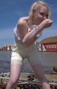 Обоссанные трусики девушек - фото #7