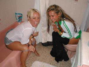 Писающие в ванну - фото #17