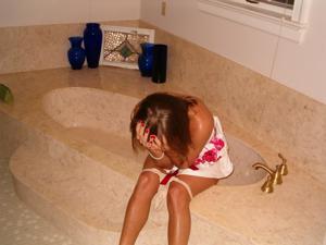 Писающие в ванну - фото #31