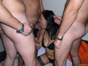 Из всех видов секса она предпочитает ганг банг - фото #13