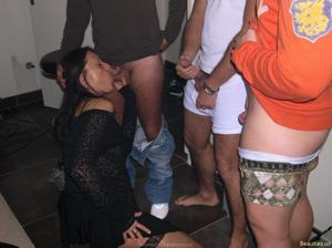Из всех видов секса она предпочитает ганг банг - фото #17