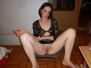 Взрослые домохозяйки с раздвинутыми ногами - фото #4
