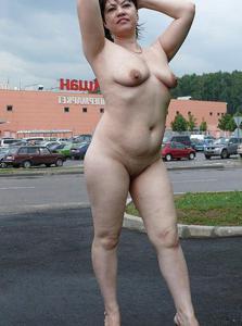 Полностью голые на улице - фото #4
