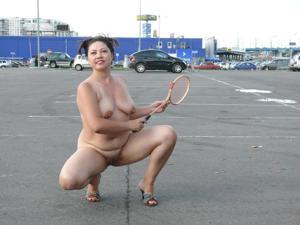 Полностью голые на улице - фото #7