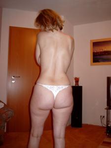 Зрелая дама выпивает голая - фото #2