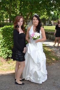Одевает свадебное платье - фото #21