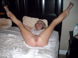 Зрелая Линда показала пиздень крупным планом - фото #9
