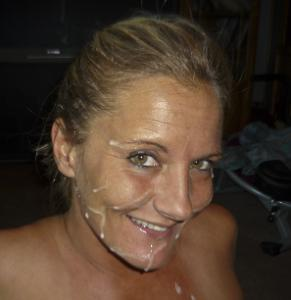 Наслаждается спермой на лице - фото #10