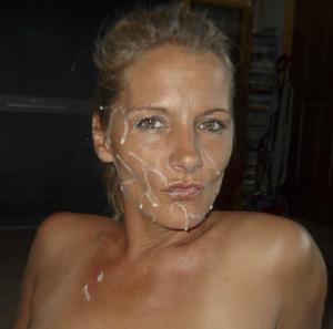 Наслаждается спермой на лице - фото #4