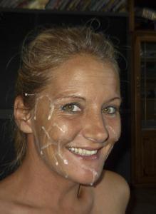 Наслаждается спермой на лице - фото #5