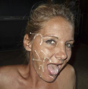 Наслаждается спермой на лице - фото #7