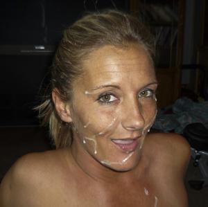 Наслаждается спермой на лице - фото #8