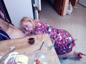 Русская женщина спит с другом мужа - фото #29