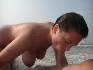 Веселые голые пляжницы - фото #5