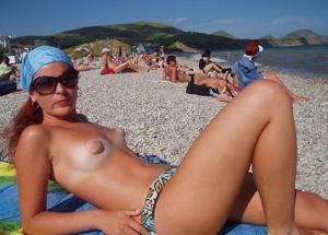 Веселые голые пляжницы - фото #6