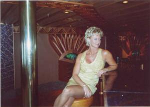 Зрелая блонда хвастается новыми сиськами - фото #13