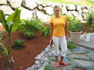 Зрелая блонда хвастается новыми сиськами - фото #36