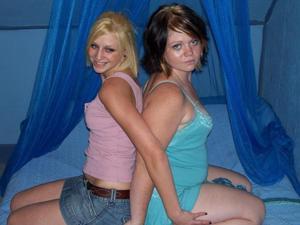 Бисексуальные подружки - фото #24