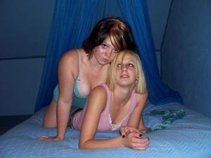 Бисексуальные подружки - фото #25